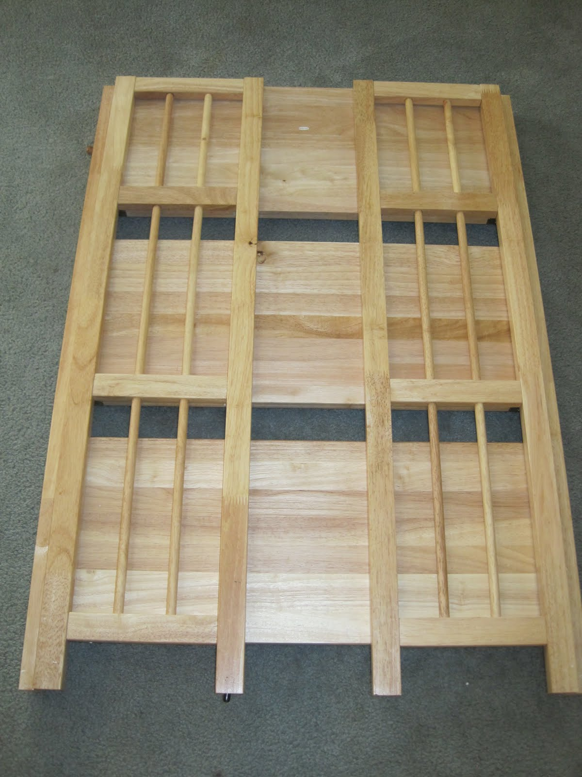 building solid wood bookshelf